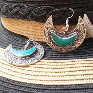Jewelry - Vintage Silver Turquoise Etched Moon Earrings
